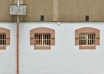 Las agresiones a funcionarios crecen pese a que hay menos presos