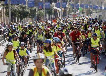 Cerca de 1.000 niños celebran el Día sin Coche en bicicleta