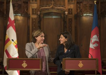 Colau e Hidalgo firman un acuerdo de cooperación entre Barcelona y París
