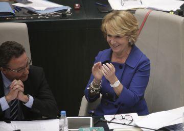 Aguirre salva a Botella de ser reprobada por el pleno