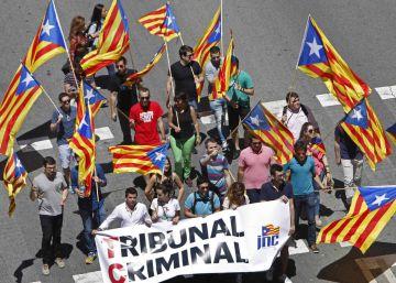 El Constitucional mantiene la suspensión de la ley catalana antidesahucios