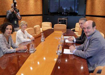 El PNV pierde un escaño en Bizkaia en favor de Bildu y complica un posible pacto
