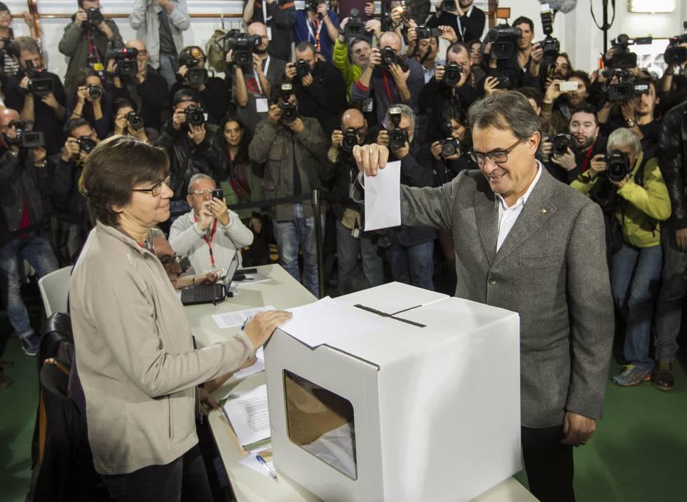 Artur Mas durante la consulta de 2014.