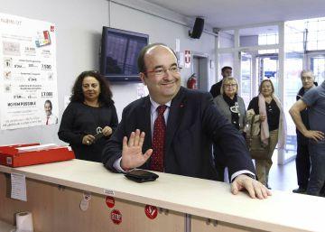 Iceta gana las primarias del PSC a Parlon y reitera el 'no' a Rajoy