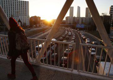 El Ayuntamiento de Madrid estudia regular el aparcamiento en zonas limítrofes con la M-30
