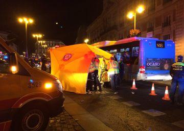 Muere atropellado un hombre de 35 años en Madrid tras tropezar y caer bajo un coche de Policía