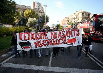 Dos 'mossos' niegan ser los autores de la agresión a un activista el 12-O