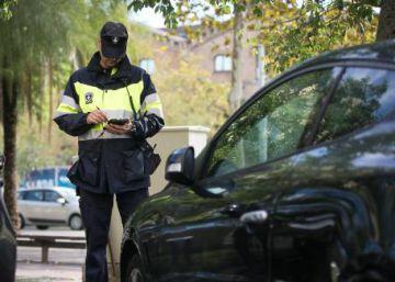 La Síndica pide que los vigilantes de los aparcamientos sean autoridad