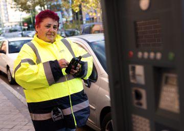 Más de 200 controladores de los aparcamientos regulados son agredidos cada año