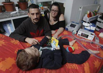 Pequeñas victorias para el niño 'electrodependiente'