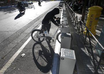Madrid cambia los anclajes y los GPS de 2.028 bicicletas tras adquirir BiciMad