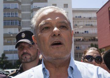Un exconsejero andaluz acusa de ocultación a un alto cargo de Báñez