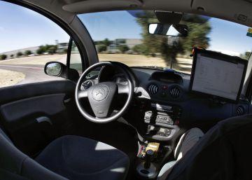 El vehículo sin conductor viaja a buen ritmo