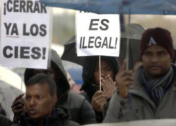 Centenares de manifestantes piden cerrar el CIE de Aluche