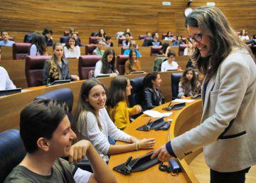 Los adolescentes reivindican sus derechos en las Cortes Valencianas