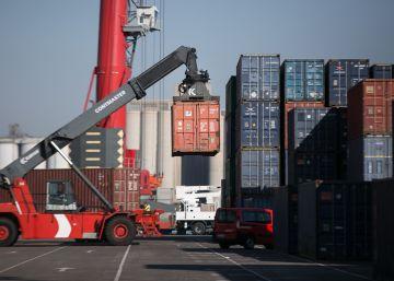 El puerto de Barcelona para por la muerte de un estibador