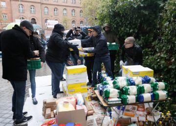 La policía desaloja el Hogar Social por orden judicial