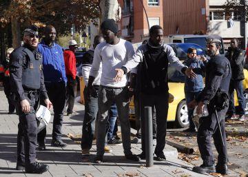 Golpe policial contra distribuidores del 'top manta' en Barcelona
