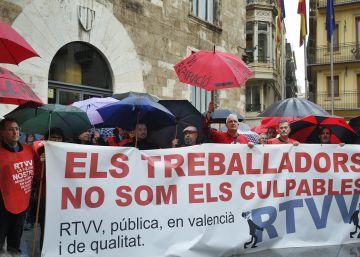 Los extrabajadores de RTVV exigen una solución a la Generalitat