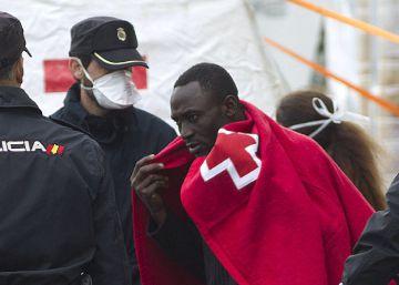 Rescatados 74 inmigrantes de tres pateras en aguas andaluzas