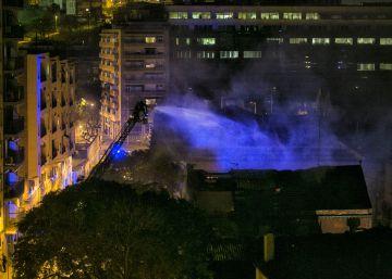 Un incendio arrasa una nave en Can Batlló