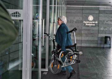 Unos 300 ayuntamientos catalanes evitan celebrar el Día de la Constitución