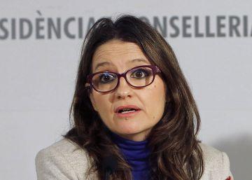 La vicepresidenta valenciana Mónica Oltra y, a la derecha, Mar Ortega, de Lambda.