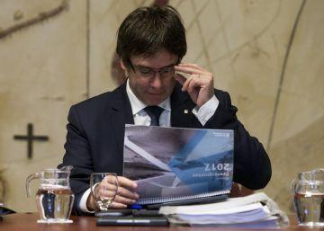 Puigdemont convoca una cumbre por el referéndum para calmar a la CUP