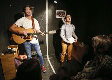 Rodrigo Vega y Marcos Montejano en una micro-obra.