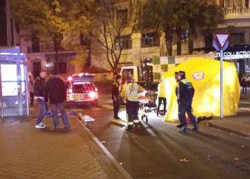 Atropellado un chico de 15 años mientras esperaba el autobús