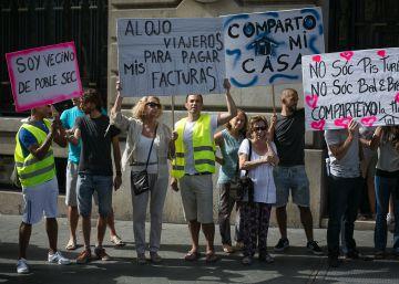 Denúncies contra Colau per anar en contra dels pisos turístics