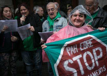 La PAH critica, a golpe de villancico, la partida que la Generalitat va a destinar a vivienda