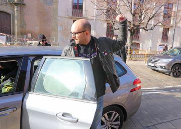El soberanismo arropa al concejal de la CUP detenido por no ir a declarar