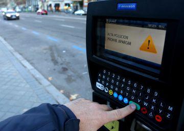 El Ayuntamiento de Madrid prohíbe aparcar hoy en el centro por la polución