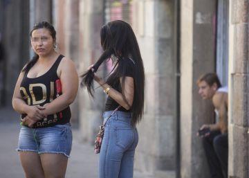 Colau evita multar la prostitución callejera