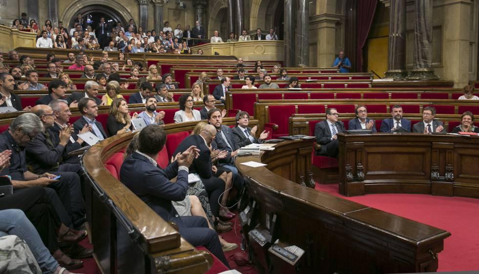 Sessió del Parlament amb Puigdemont en primer pla.