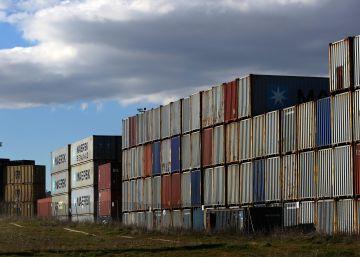 La economía crece abrazada al sector servicios pero sin un plan alternativo