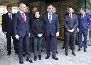 El recurso contra la ley de Adicciones vuelve a distanciar a los Gobiernos central y vasco