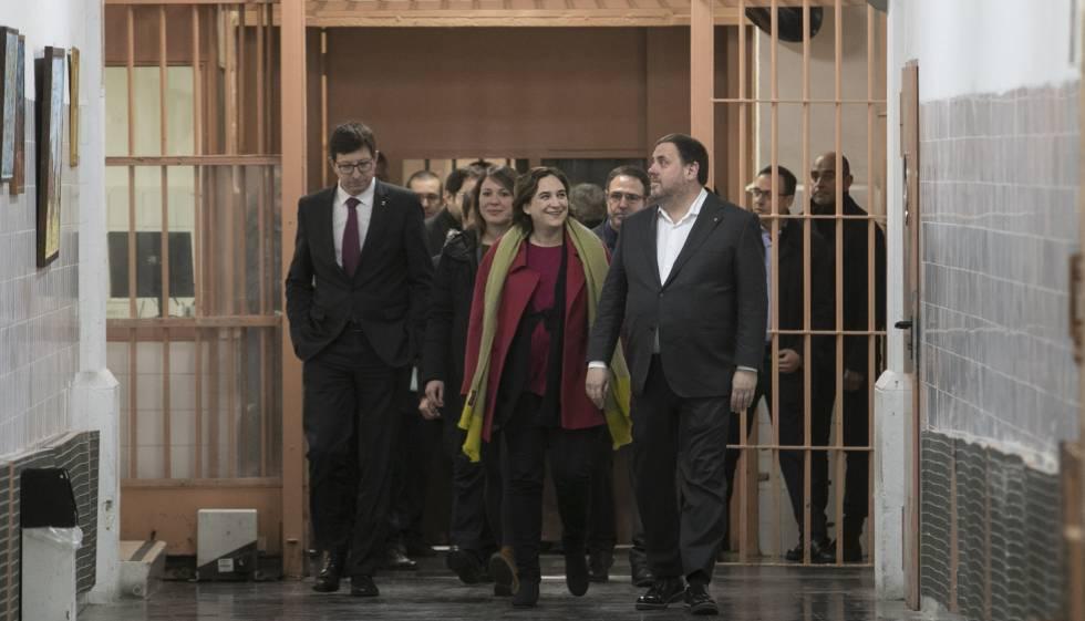 El consejero de Justicia, Carles Mundó (izquierda) el pasado día 10 en la cárcel Modelo por el convenio firmado con el Ayuntamiento de Barcelona.