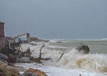 El temporal se ensaña con la costa catalana