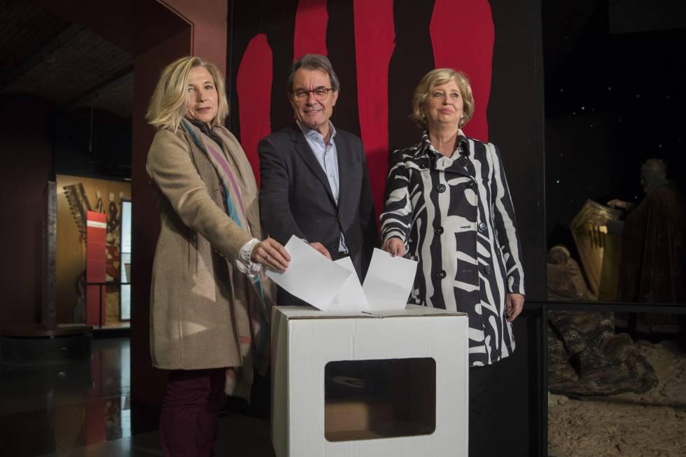 Acto previo al juicio contra Artur Mas, Irene Rigau y Joana Ortega por el 9N.
