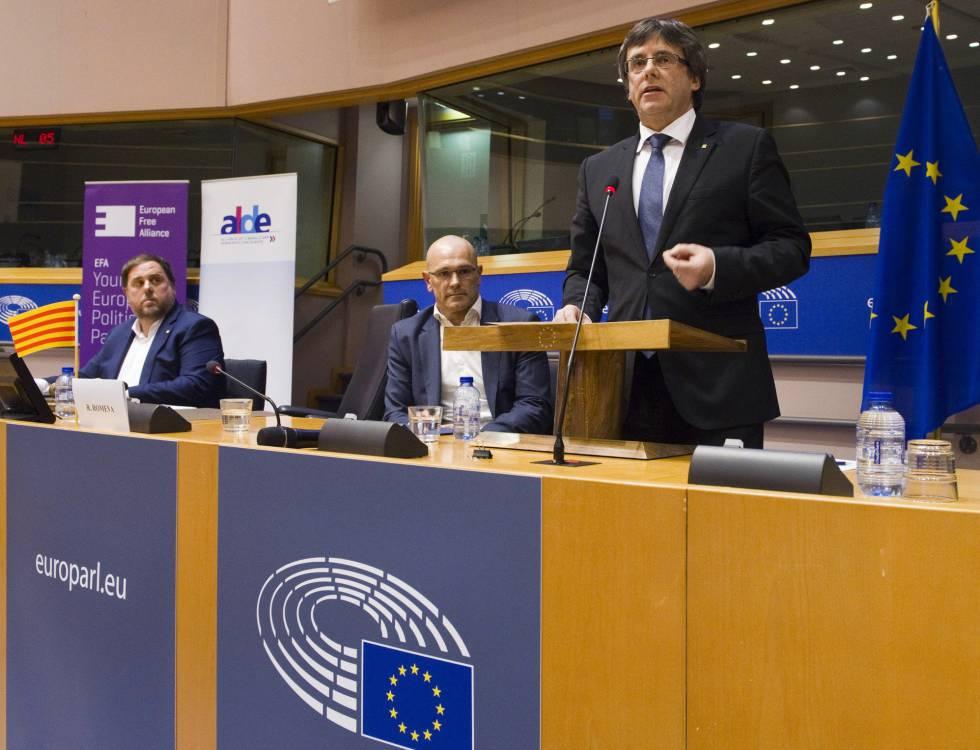 Puigdemont, Junqueras y Romeva en la conferencia que ofrecieron en el Parlamento Europeo el pasado 24 de enero.