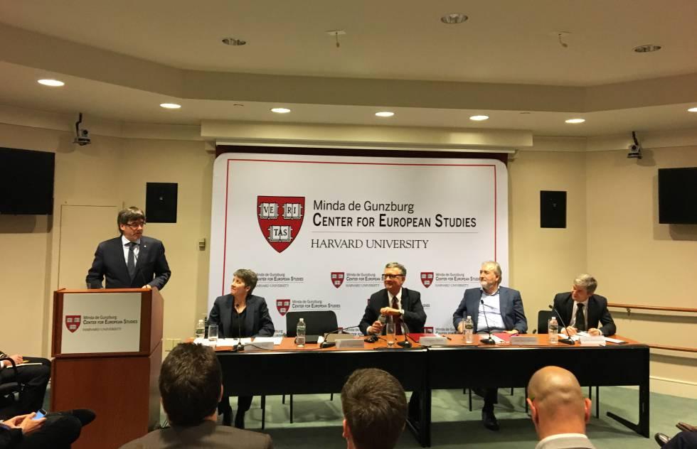 Puigdemont, este lunes, al inicio de su conferencia en Harvard