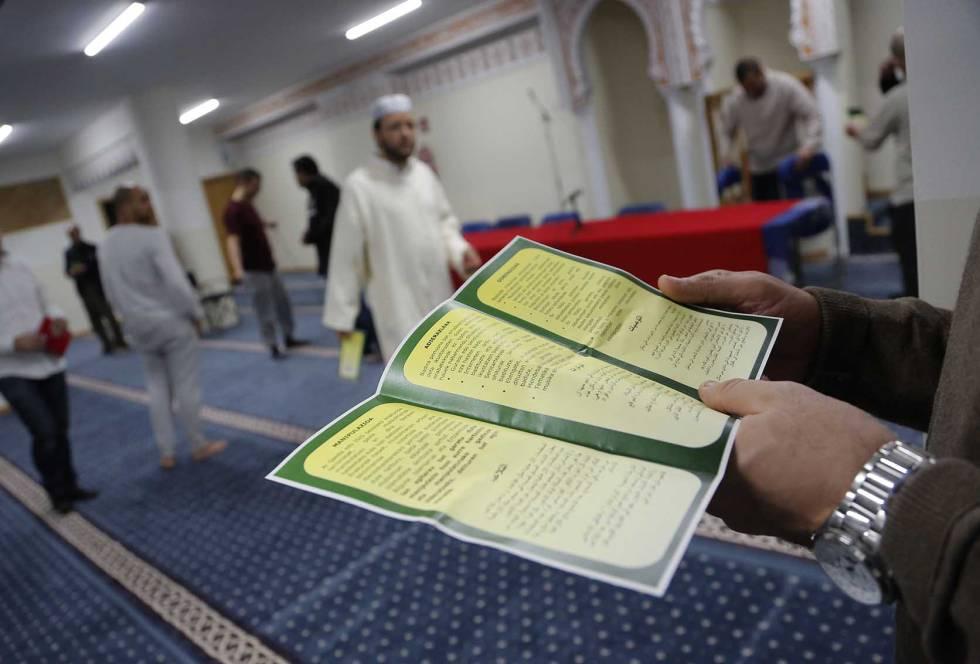 Un folleto informa a la comunidad islámica de los riesgos de caer en manos de grupos terroristas.