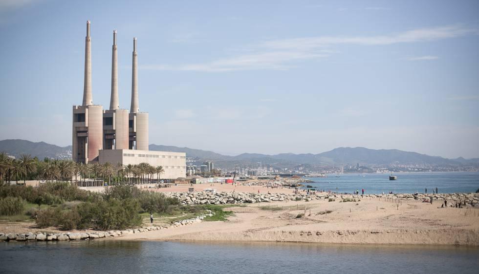 Las tres chimeneas tienen la piel enferma y repararla cuesta 9 millones catalu a el pa s - Chimeneas electricas barcelona ...