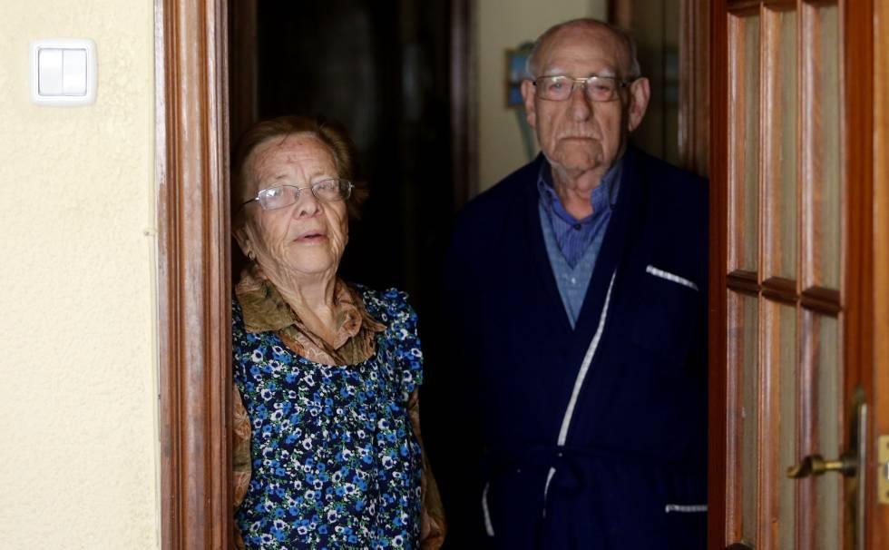 Dolores Criado y Antonio López, en su piso que reventaron los Mossos.