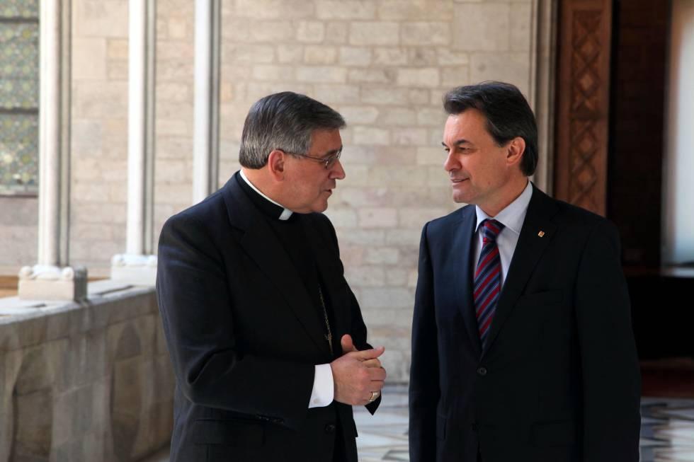 El abad de Montserrat Josep Maria Soler con Artur Mas en 2011.