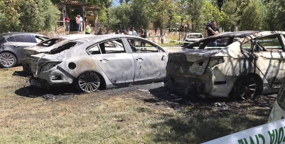 Estado en que han quedado los coches afectados por el incendio.