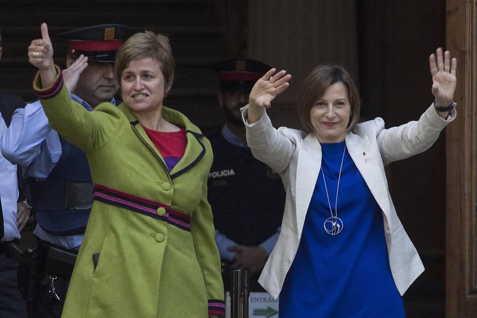 Carme Forcadell y Anna Simó, antes de declarar como imputadas, este mayo.