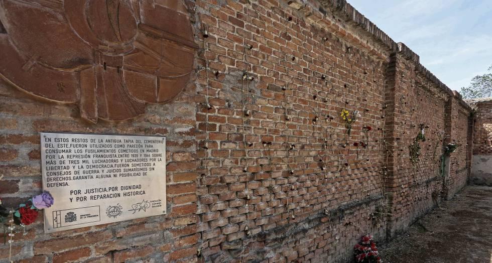 El muro en el cementerio de la Almudena de Madrid.